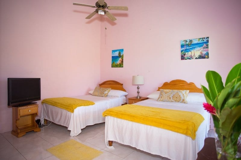 Jamaica villa bedrooms sleeps 4