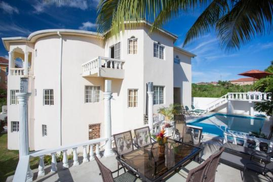 luxury Jamaica villa with pool