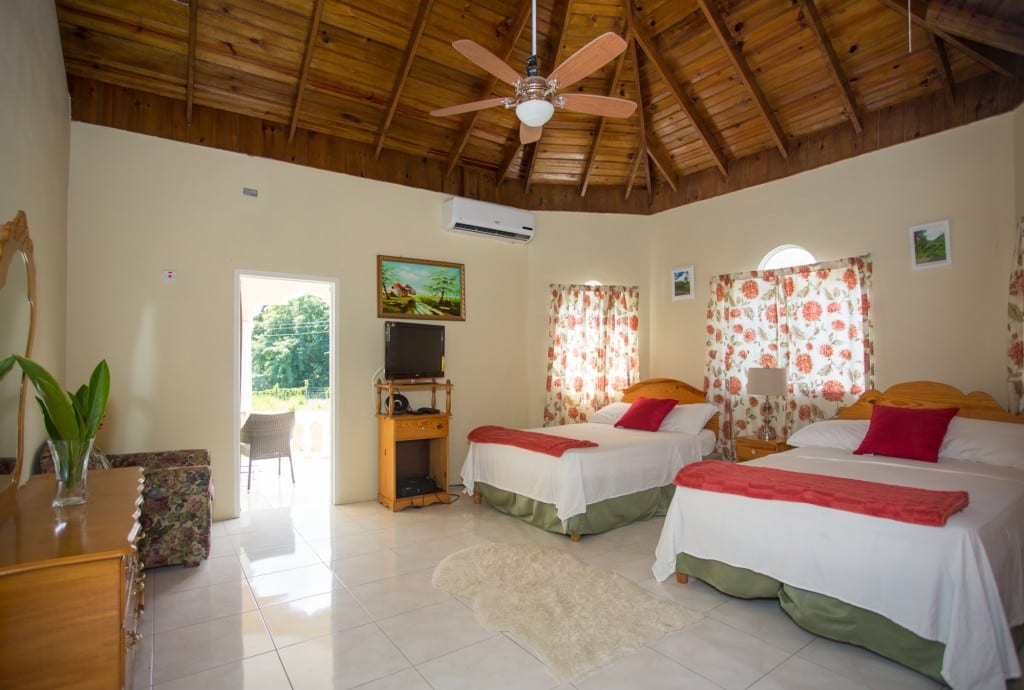 Jamaica villa bedroom sleeps 4