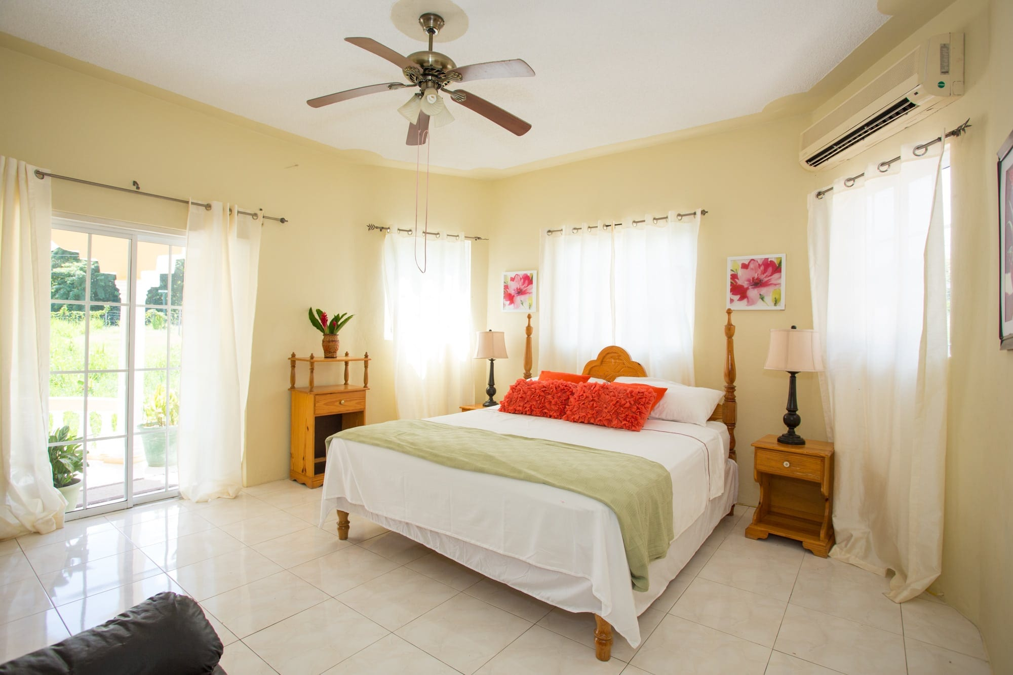 Jamaica villa with king bedroom