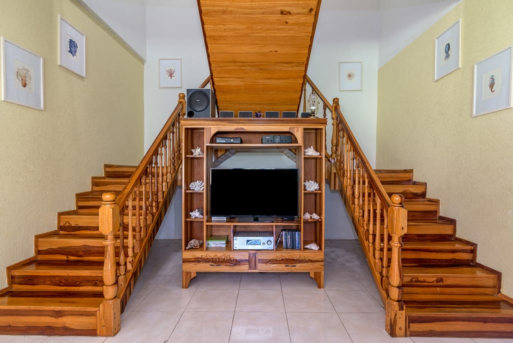 Jamaica villa with TV in each rooms