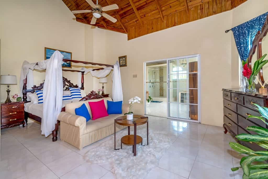 Jamaica villas with master suite and ensuite bathroom